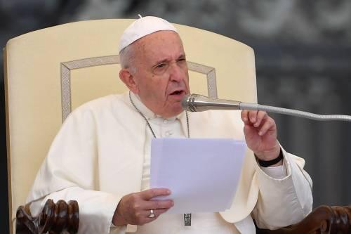 Il Papa pranza coi poveri: bandita la carne di maiale per non infastidire gli islamici