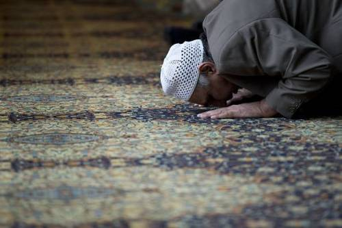 """L'imam radicale che ringrazia il virus: """"Un soldato di Allah"""""""