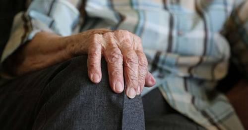 Brescia, 84enne denuncia moglie e figlia: per 30 anni vittima di abusi