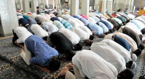 Parigi, l'inferno delle donne nelle periferie dominate dagli islamisti
