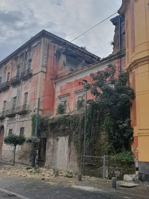 Crolla per il maltempo un'ala di Villa Favorita a Ercolano, palazzo reale del '700