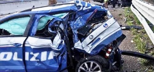 Volante si schianta durante un inseguimento: due poliziotti finiscono in ospedale