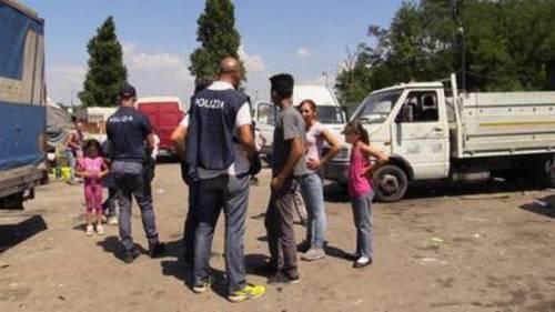 Rom rifiuta il ricovero e i parenti prendono a sassate l'ambulanza