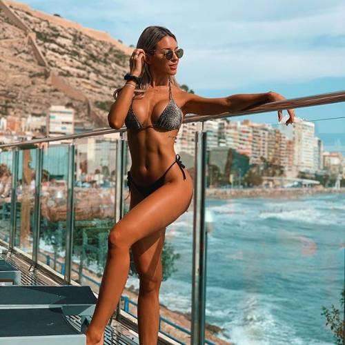 Agustina Gandolfo sexy su Instagram 12