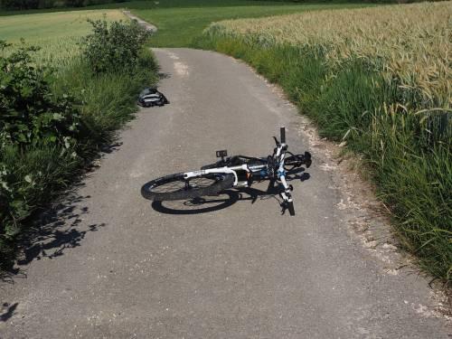 """""""Un ciclista è stato investito"""". Ma sta solo dormendo"""