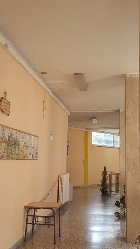 Infiltrazioni scuola Napoli 3