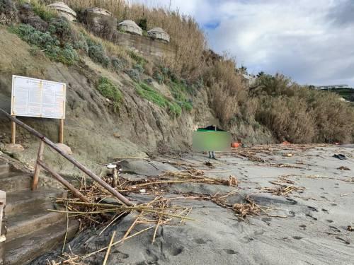 Disastro ambientale a Ischia, frana il costone di Cava dell'Isola