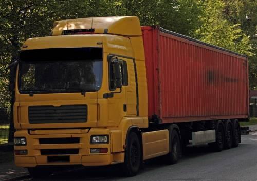 Senegalese investe camionista e fugge: non aveva neanche la patente