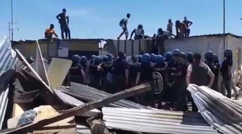 Borgo Mezzanone, il monossido di carbonio uccide due migranti nella baraccopoli