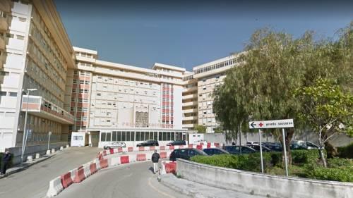Lecce, aggredisce e rapina donna davanti all'ospedale: preso guineano