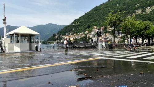 Maltempo in Lombardia, esonda il lago di Como