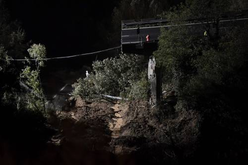 """Viadotto crollato, l'uomo che ha evitato la strage: """"Ho visto tutto nero..."""""""