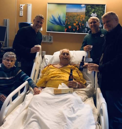 """L'ultimo desiderio di nonno Norbert: """"Datemi una birra prima di morire"""""""