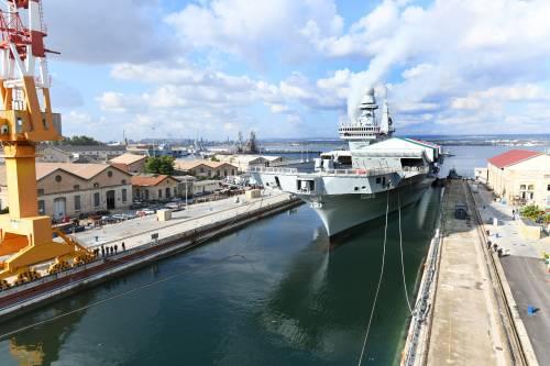Taranto, le immagini della portaerei Cavour in uscita 6