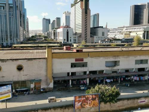 Napoli, l'accampamento dei rom nell'ex mercato ortofrutticolo 7