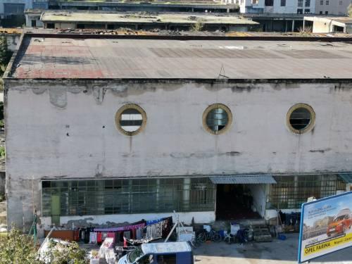 Napoli, l'accampamento dei rom nell'ex mercato ortofrutticolo 9