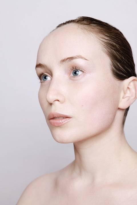 Facial Gua Sha, il massaggio che ringiovanisce e sgonfia il volto