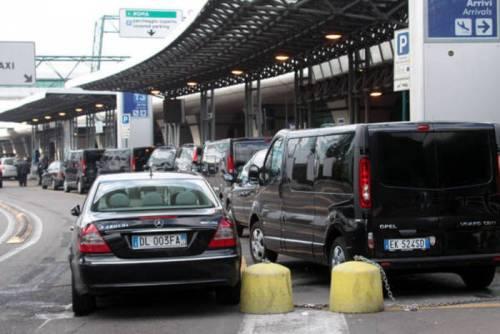 Falsi Ncc in aeroporto: 25 persone a processo