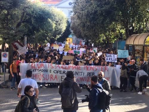 Taranto, il quarto sciopero per il clima nella città dell'acciaio 6