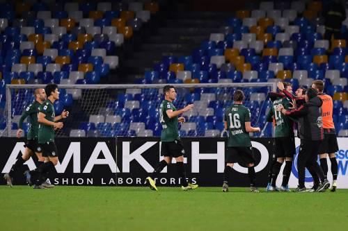 Il Bologna vince 2-1 in rimonta contro il Napoli. Fischi del San Paolo
