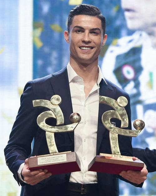 """Georgina Rodriguez, carezze al suo Cristiano Ronaldo: """"Sei il numero uno"""""""