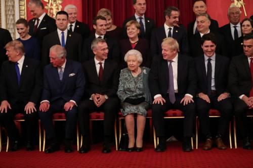 Regina Elisabetta II, le foto del banchetto Nato 7