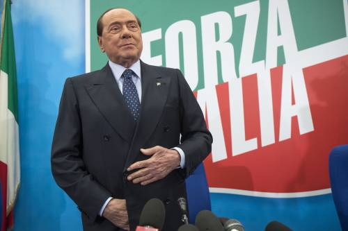 """Berlusconi bacchetta il governo: """"È in ritardo, Conte ci ascolti"""""""