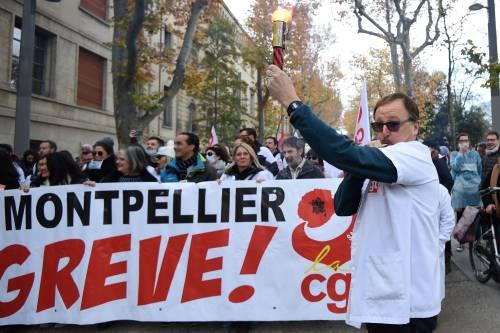 Manifestazioni in tutta la Francia con fumogeni e striscioni 5