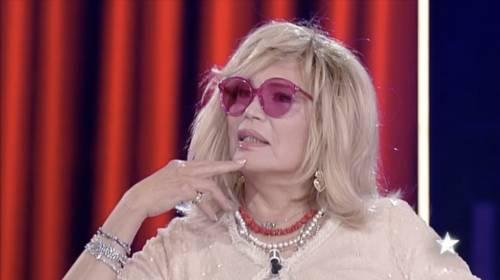 """Amanda Lear: """"Chi pensa ancora che sia un uomo, è idiota"""""""