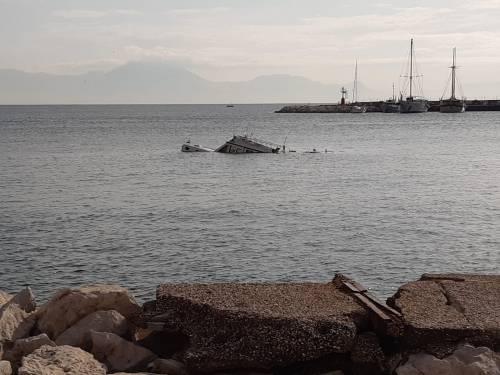 Natante affondato Napoli 4