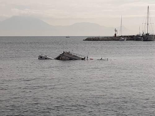 Natante affondato Napoli 5