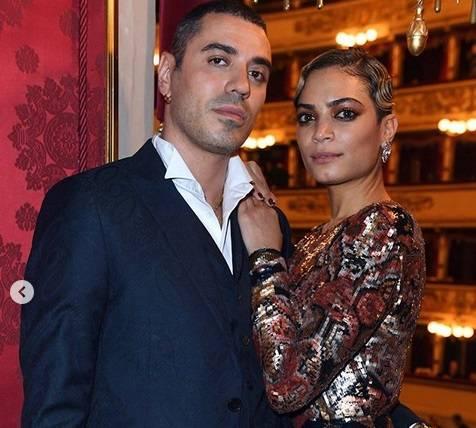 """Elodie e Marracash a La Scala, il web boccia il loro look: """"Inadeguati"""""""