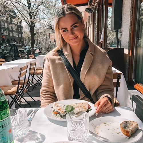 Estelle Bergkamp incanta i suoi follower su Instagram 5