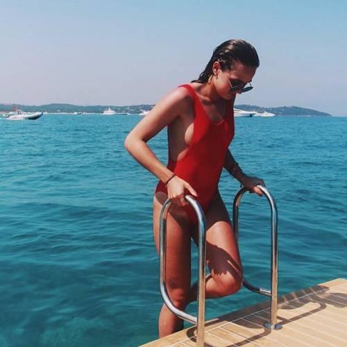 Estelle Bergkamp incanta i suoi follower su Instagram 8