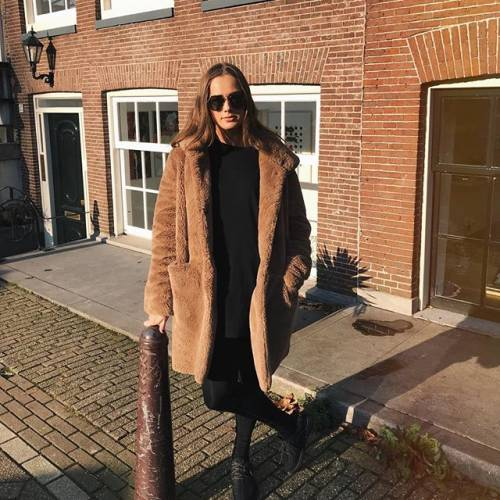 Estelle Bergkamp incanta i suoi follower su Instagram 11