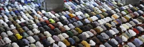 Coronavirus, la Grande Moschea sospende la preghiera del venerdì