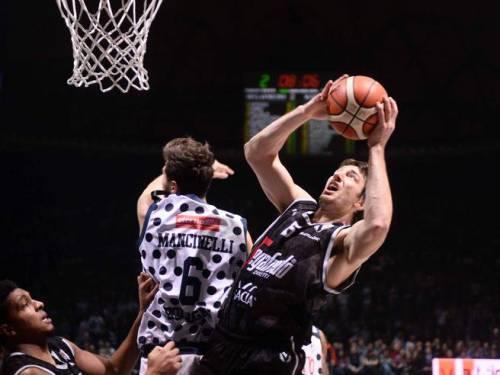 """Americani in fuga, il basket torna """"italiano"""""""