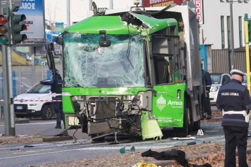"""Schianto filobus a Milano, il legale dell'autista: """"Ha avuto un mancamento"""""""