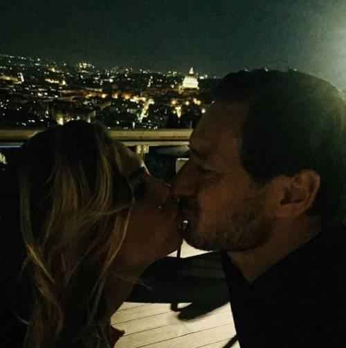 Francesco Totti e Ilary Blasi, le foto più belle 4