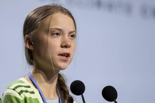Greta Thunberg raffigurata durante una violenza: bufera sulla ditta canadese