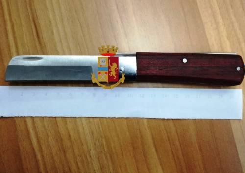 Controlli della polizia al Vomero, 13enne trovato con un coltello