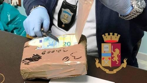 Banconote da un milione e mezzo di euro nascoste in un autocarro: il sequestro in autostrada