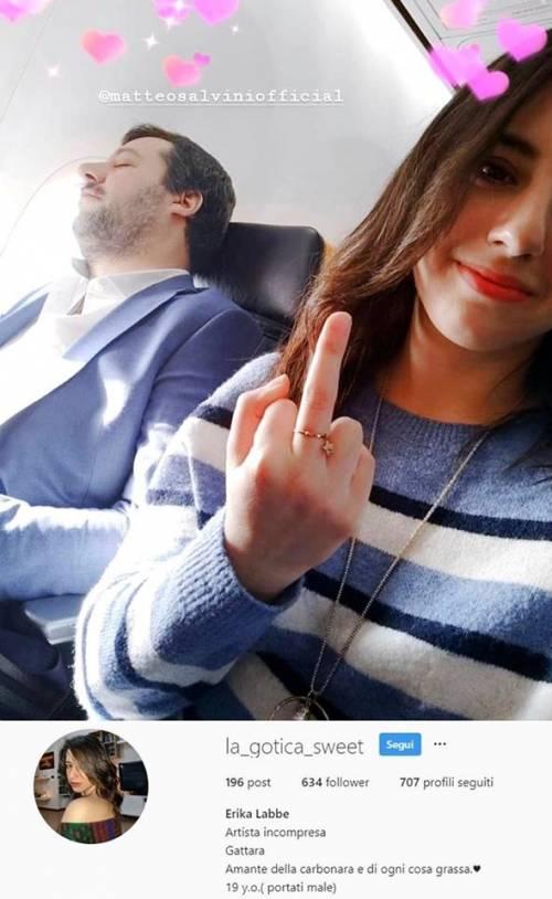 Adesso l'avvocato della Rackete giustifica il dito medio a Salvini