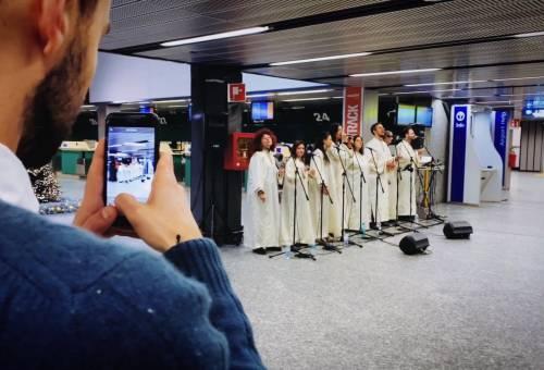 Auguri di Natale in musica con il coro gospel a Malpensa