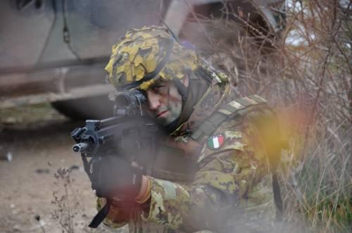 Elicotteri, droni e carri Lince: gli Alpini simulano la guerra