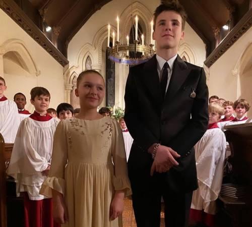 Harper e Cruz Beckham si battezzano, ma Victoria Beckham tiene lontano nonno Ted