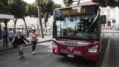 Il primo giorno di lavoro guidavano i bus drogati: l'Atac licenzia 17 autisti