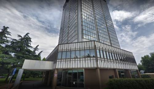 Milano, commando armato rapina il bancomat di un hotel