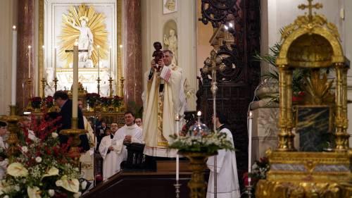 """Il vescovo promuove il Gesù bambino nero: """"Non c'è futuro senza integrazione"""""""