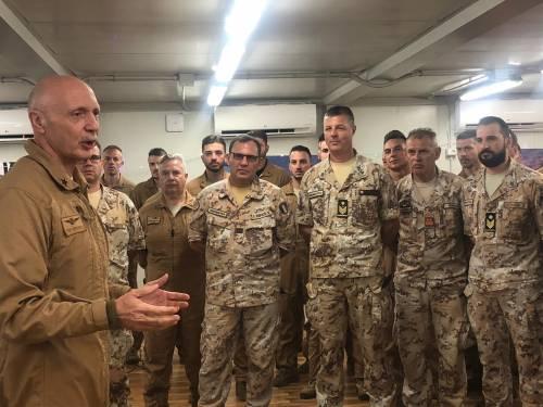 Natale con i militari all'estero: una festa al fronte insieme al Generale